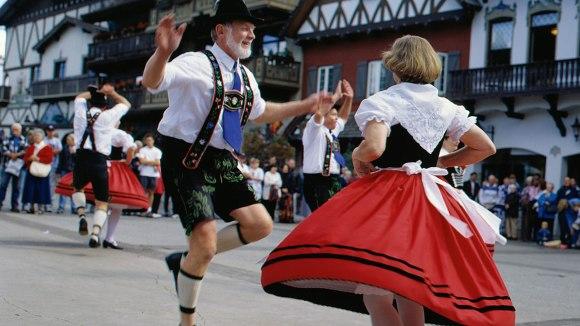 exotic bavarian dancers